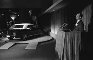 1964_Worlds_Fair_Ford_Mustang_introduction_Lee_Iacocca