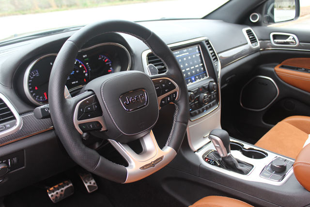 2018 Jeep Grand Cherokee Trackhawk HR (57)Use